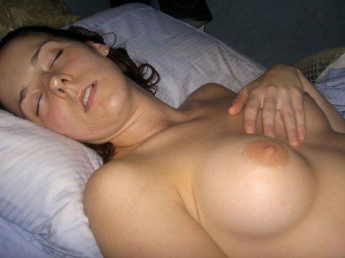 全裸で寝ちゃってる美しい外国人女性を限定した盗撮エロ画像 36枚 No.25