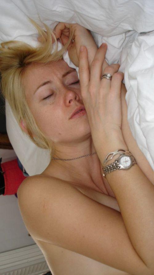 全裸で寝ちゃってる美しい外国人女性を限定した盗撮エロ画像 36枚 No.34