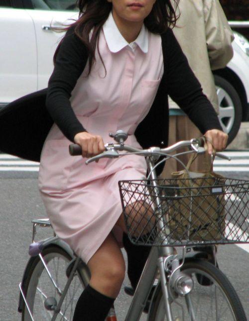 看護師(ナース)の胸チラや着替え・街撮りを盗撮したエロ画像 34枚 No.5