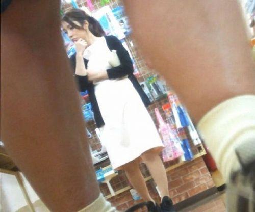 看護師(ナース)の胸チラや着替え・街撮りを盗撮したエロ画像 34枚 No.6