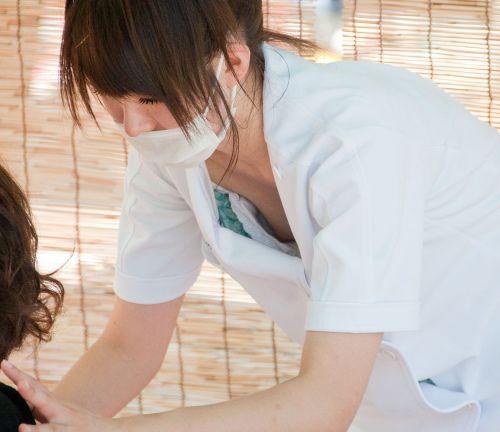 看護師(ナース)の胸チラや着替え・街撮りを盗撮したエロ画像 34枚 No.9