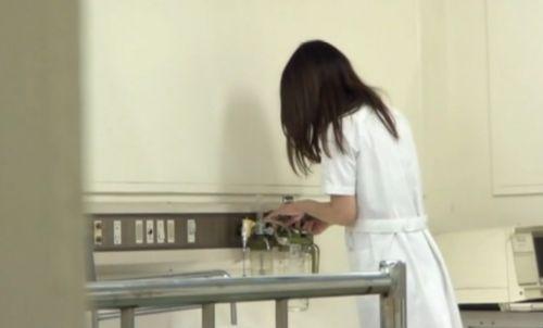看護師(ナース)の胸チラや着替え・街撮りを盗撮したエロ画像 34枚 No.11