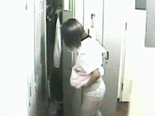 看護師(ナース)の胸チラや着替え・街撮りを盗撮したエロ画像 34枚 No.30