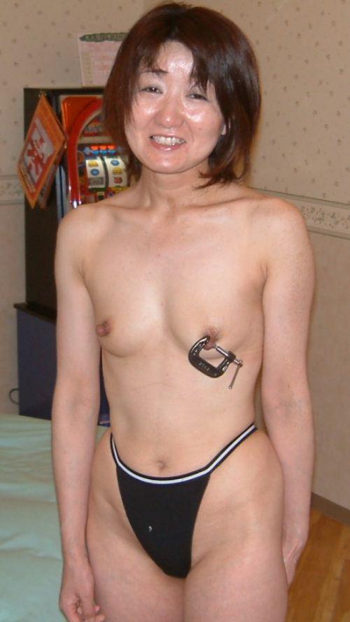 熟女や人妻がパンティ1枚おっぱい丸出しでセックスに誘うエロ画像 35枚 No.8
