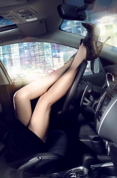 見たら触りたくなっちゃう車内での太ももを盗撮したエロ画像 36枚 No.13