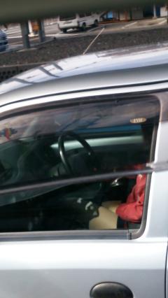 見たら触りたくなっちゃう車内での太ももを盗撮したエロ画像 36枚 No.25