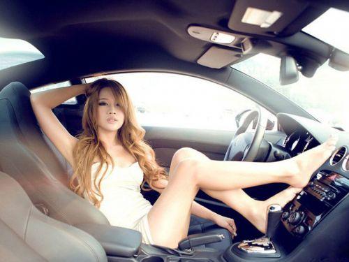 見たら触りたくなっちゃう車内での太ももを盗撮したエロ画像 36枚 No.31
