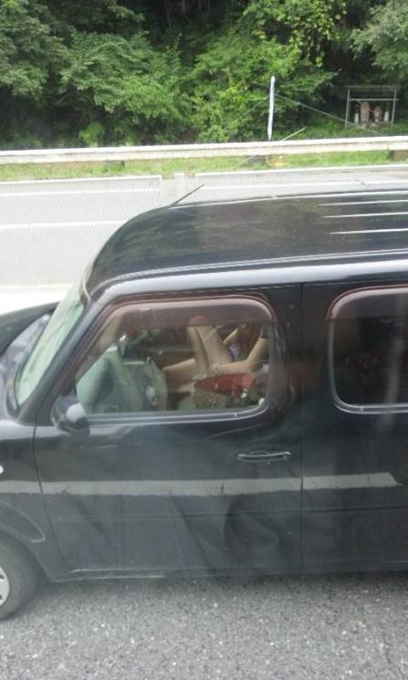 見たら触りたくなっちゃう車内での太ももを盗撮したエロ画像 36枚 No.32