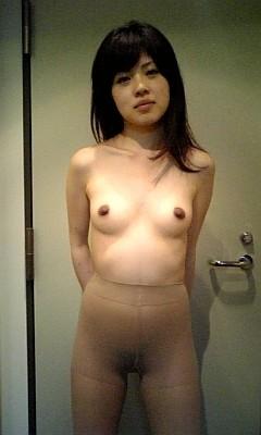 熟女・人妻がノーパンストッキングでオマンコ見せちゃうエロ画像 32枚 No.2