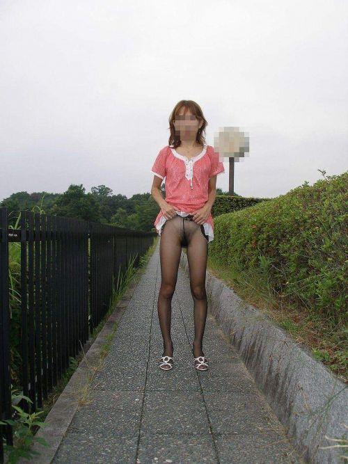 熟女・人妻がノーパンストッキングでオマンコ見せちゃうエロ画像 32枚 No.22