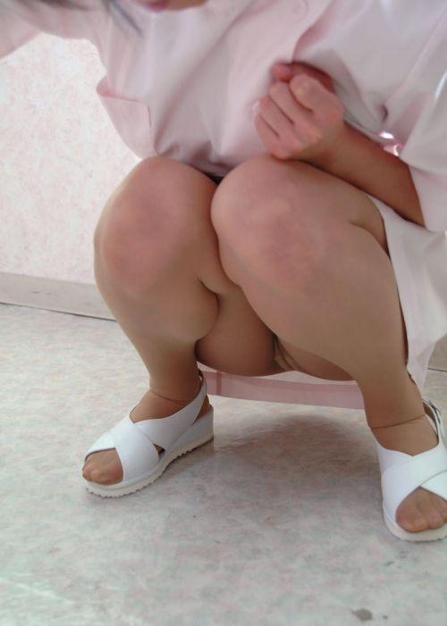 看護師(ナース)の机の下パンチラやしゃがみパンチラ盗撮エロ画像 44枚 No.21