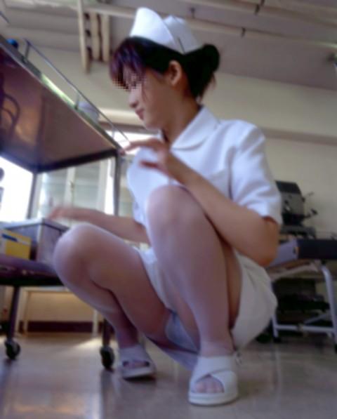 看護師(ナース)の机の下パンチラやしゃがみパンチラ盗撮エロ画像 44枚 No.41