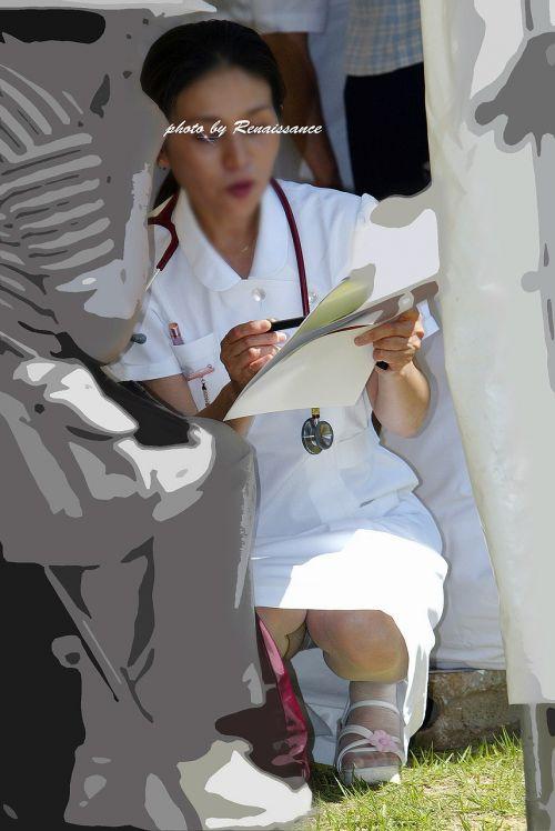 看護師(ナース)の机の下パンチラやしゃがみパンチラ盗撮エロ画像 44枚 No.44
