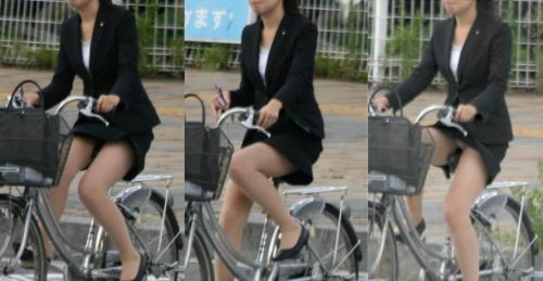 自転車に乗ってるスーツ姿でセクシーなOLさんのパンチラエロ画像 33枚 No.8