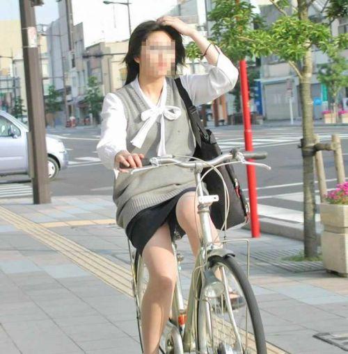 自転車に乗ってるスーツ姿でセクシーなOLさんのパンチラエロ画像 33枚 No.31
