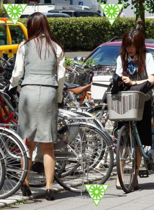 自転車に乗ってるスーツ姿でセクシーなOLさんのパンチラエロ画像 33枚 No.33