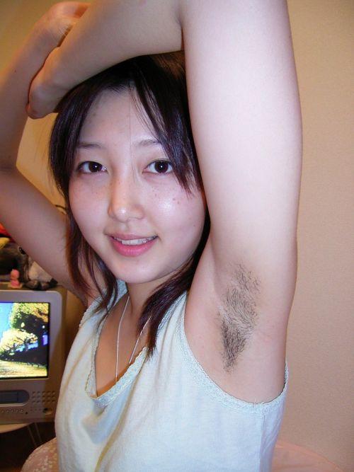 着衣したままの女性の腋毛に勃起しちゃうワキ毛フェチエロ画像 32枚 No.10