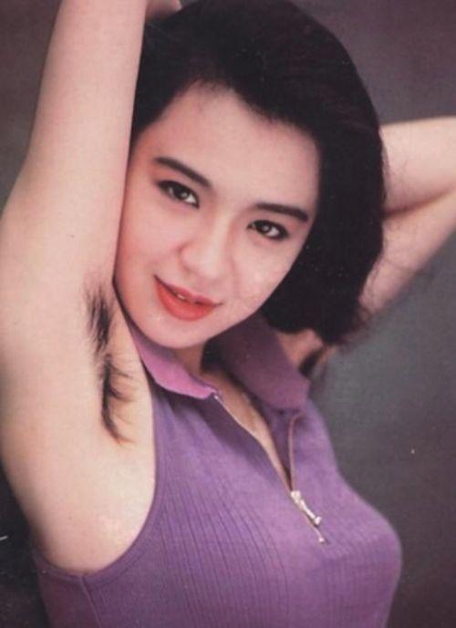 着衣したままの女性の腋毛に勃起しちゃうワキ毛フェチエロ画像 32枚 No.28