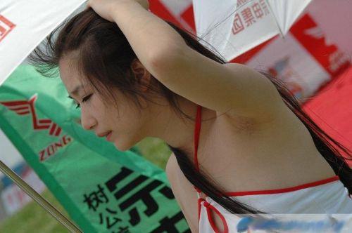 着衣したままの女性の腋毛に勃起しちゃうワキ毛フェチエロ画像 32枚 No.29