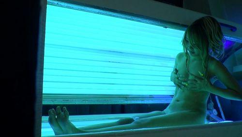 【画像】全裸の女の子が日焼けマシンで焼いてるのを盗撮したったwww 31枚 No.15