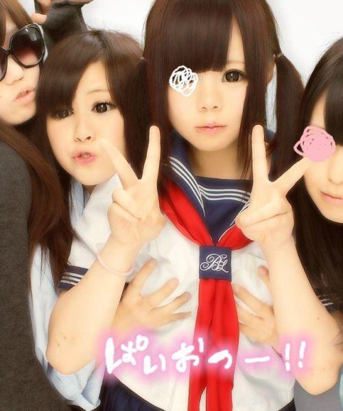 【エロ画像】女子高生がプリクラ内での悪ふざけした結果www 40枚 No.17