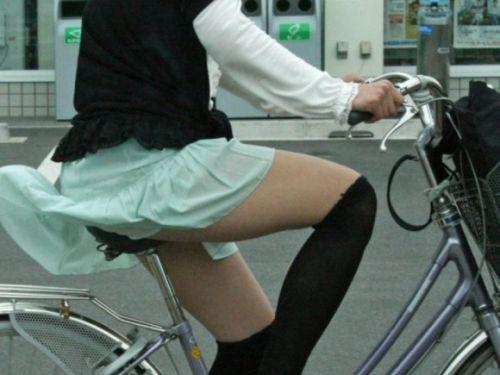 ミニスカで自転車に乗る露出癖のある可愛いギャル達のエロ画像 41枚 No.4