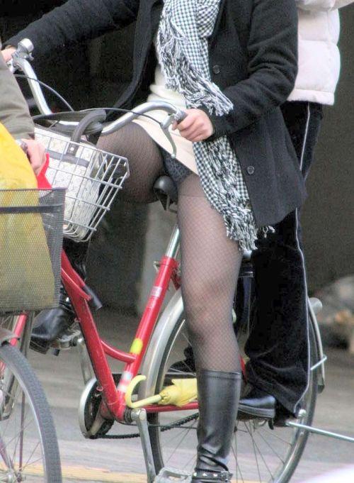 ミニスカで自転車に乗る露出癖のある可愛いギャル達のエロ画像 41枚 No.5