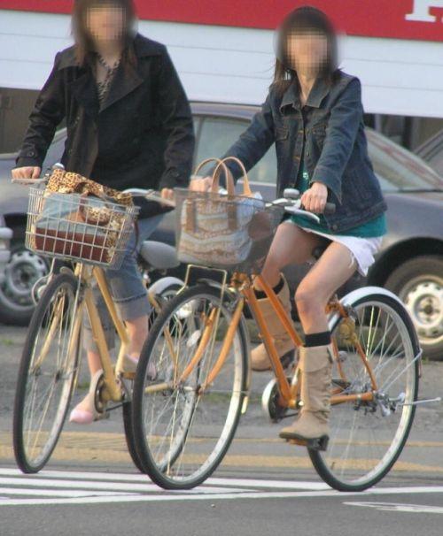 ミニスカで自転車に乗る露出癖のある可愛いギャル達のエロ画像 41枚 No.6