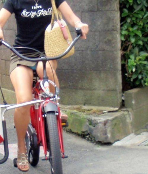 ミニスカで自転車に乗る露出癖のある可愛いギャル達のエロ画像 41枚 No.9