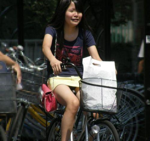 ミニスカで自転車に乗る露出癖のある可愛いギャル達のエロ画像 41枚 No.11