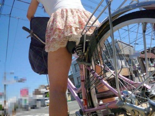 ミニスカで自転車に乗る露出癖のある可愛いギャル達のエロ画像 41枚 No.17