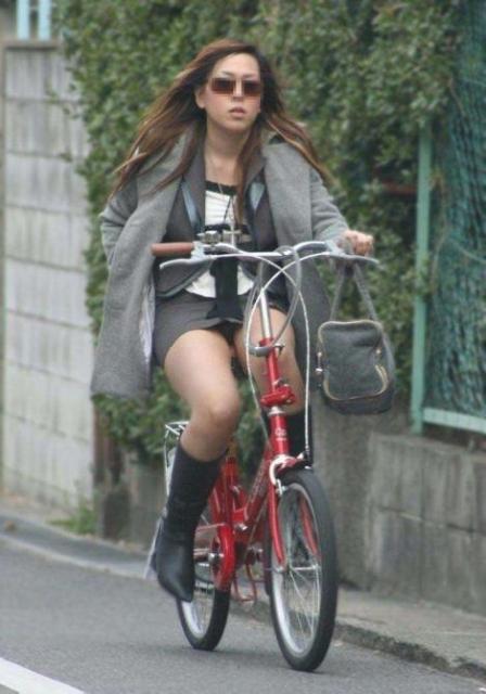 ミニスカで自転車に乗る露出癖のある可愛いギャル達のエロ画像 41枚 No.18