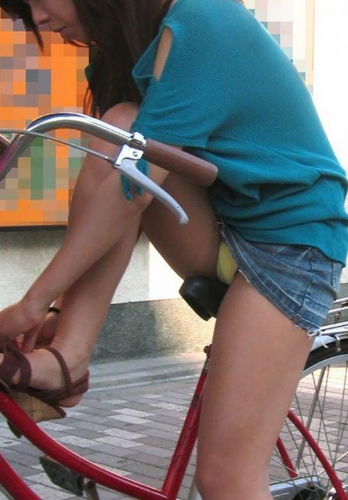 ミニスカで自転車に乗る露出癖のある可愛いギャル達のエロ画像 41枚 No.22