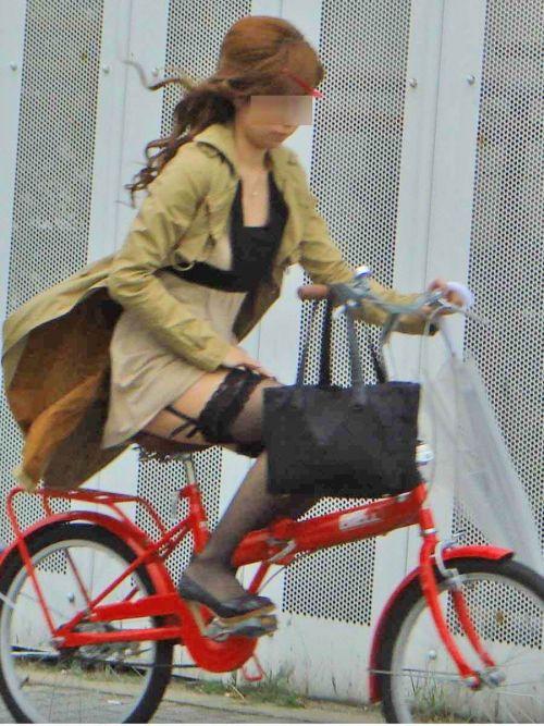 ミニスカで自転車に乗る露出癖のある可愛いギャル達のエロ画像 41枚 No.24