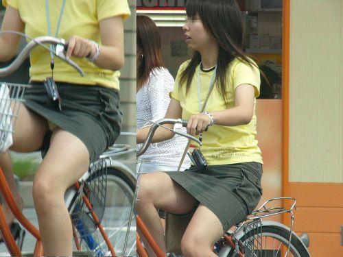 ミニスカで自転車に乗る露出癖のある可愛いギャル達のエロ画像 41枚 No.26