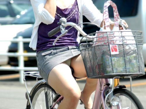 ミニスカで自転車に乗る露出癖のある可愛いギャル達のエロ画像 41枚 No.29
