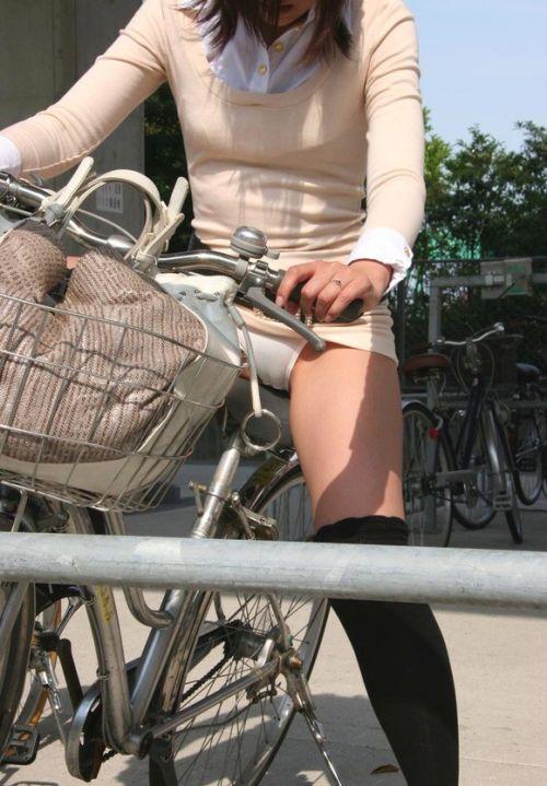 ミニスカで自転車に乗る露出癖のある可愛いギャル達のエロ画像 41枚 No.31