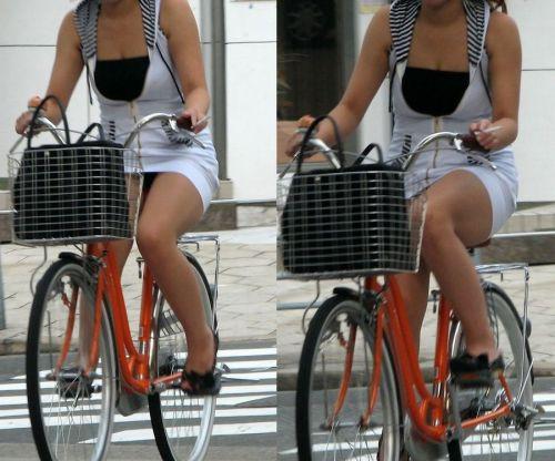 ミニスカで自転車に乗る露出癖のある可愛いギャル達のエロ画像 41枚 No.32
