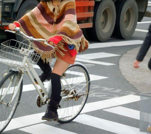 ミニスカで自転車に乗る露出癖のある可愛いギャル達のエロ画像 41枚 No.34