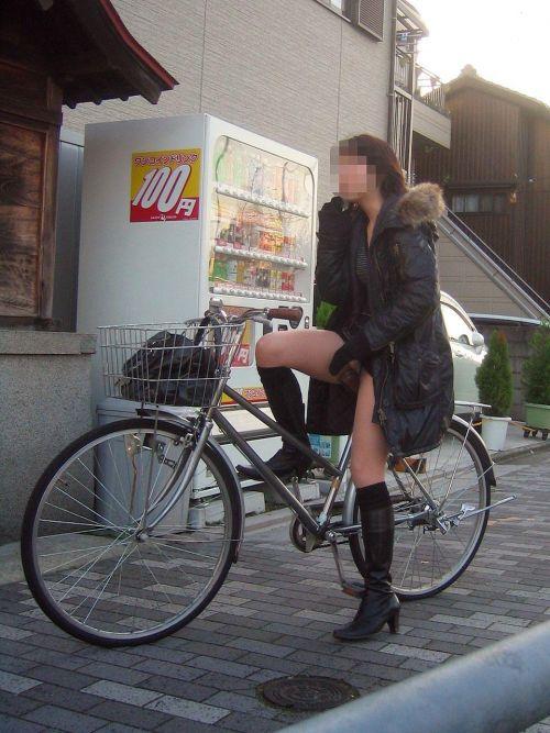 ミニスカで自転車に乗る露出癖のある可愛いギャル達のエロ画像 41枚 No.37