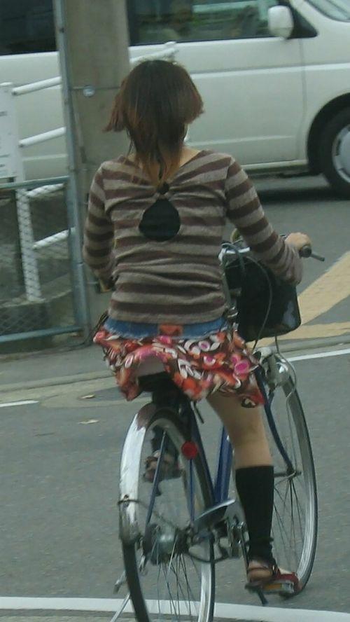 ミニスカで自転車に乗る露出癖のある可愛いギャル達のエロ画像 41枚 No.39