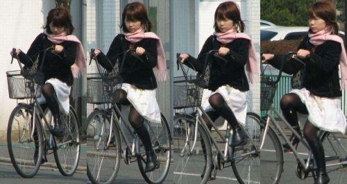 ミニスカで自転車に乗る露出癖のある可愛いギャル達のエロ画像 41枚 No.41