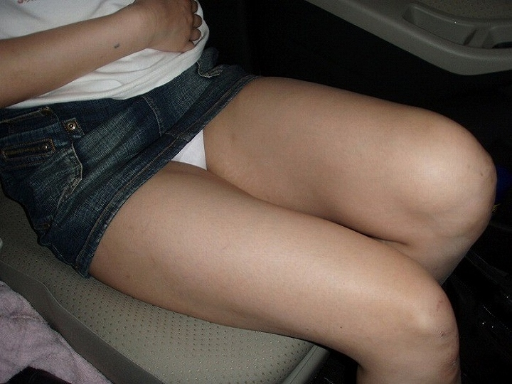 (写真)自動車内でミニスカ女性がパンツ丸見えしてたら秘密撮影しちゃうよな☆ 39枚