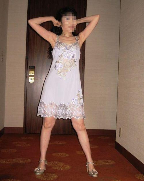 熟女や人妻が清楚な淑女を装う白スリップのエロ画像 36枚 No.3