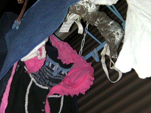 下着泥棒の大好物!パンティやブラジャーを外干しした洗濯物盗撮エロ画像 36枚 No.7