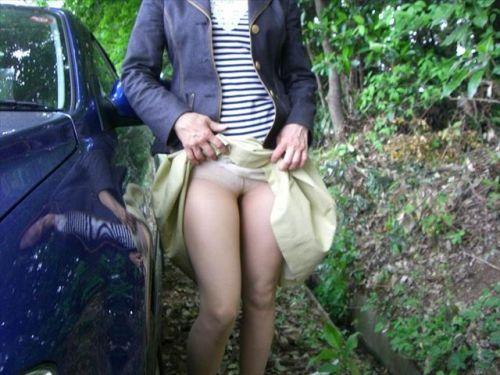 熟女・人妻がストッキング越しにパンティを見せつけるエロ画像 33枚 No.9