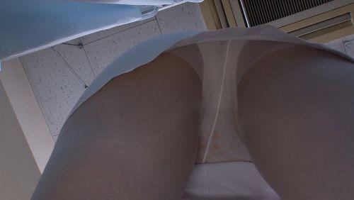 看護師(ナース)のパンティ限定で逆さ撮りした盗撮エロ画像 41枚 No.9