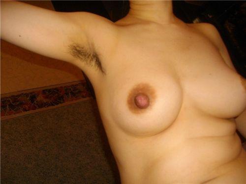ワキ毛がフサフサな女性の腋に顔を埋めたくなるエロ画像 36枚 No.1