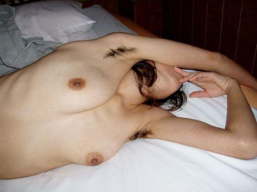 ワキ毛がフサフサな女性の腋に顔を埋めたくなるエロ画像 36枚 No.12