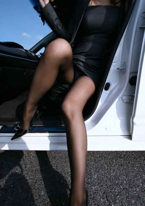 車の乗り降りする時のパンチラチャンスを盗撮した画像がこちらですwww 32枚 No.11